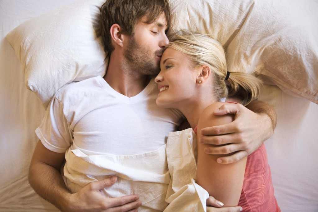 images-of-love-couples-in-bed